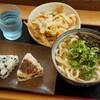 たまの製麺 - 料理写真:かけ大・野菜天・わかめとおかかおにぎり