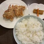 四川料理 巴蜀 - 唐揚げ、お新香、ご飯