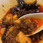 四川料理 巴蜀 - 鷹の爪と辣油がたっぷりですが、意外と辛さは控えめ
