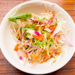 サバイサバイ タイ屋台 - ランチに付いているサラダ