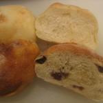 13330035 - 白パンとブドウパン