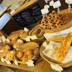ベーカリー ノリ - 人気のパンは売り切れか数少ない