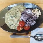 スイーツファクトリー アント - 料理写真:程良い辛さで美味しいグリーンカレー