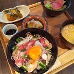 Hokkaidoubussan - まかない海鮮丼 定食(卵黄のせ)味噌汁、小鉢、サラダ付♪