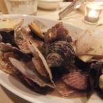 ペペローネ - いろいろな貝の白ワイン蒸し