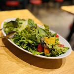 馬肉料理専門店 蹄 - サラダも 知多の契約農家からの新鮮便✨ ですごく美味しい〜 から毎回頼んじゃう!