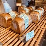 レブレッソ - 「ホワイトブレッド」と呼ばれる定番の山型食パン☆彡