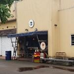 133329498 - さびれた商店街(失礼)にある日本一のハンバーガー屋