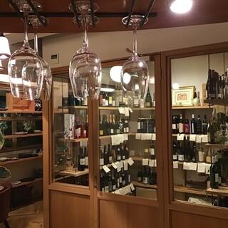 世界中のワインがずらりと並ぶウォーキングセラー。