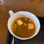 サバァイ - トムヤムクン 大きさはコーヒーカップくらい
