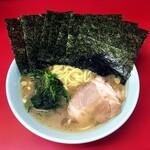 末広家 - ラーメン750円麺硬め。海苔増し100円。