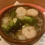 欧風食堂 Tout Va Bien - 「小エビとブロッコリーのアヒージョ」@700