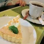 ラソス - 【レモンパイ】メレンゲとレモンクリームのタルト。あっさりしている。【バニラフレーバーのコーヒー】香りも味もバニラ。ミルクとシュガーがついているが、入れなくても程良く甘い。