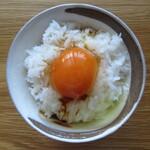 卵の里  地黄卵 - 醤油を垂らす