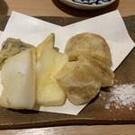 133356881 - 紋甲烏賊と蓮根、ナスの天ぷら                       一品料理で追加                       とても美味しく、烏賊の処理も鮮度も素晴らしい。                       もう一皿追加しました