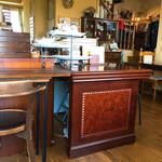 リセンヌ - アンティーク調の家具がステキな店内