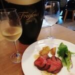 トン・ガリアーノ - 本日のお肉料理(イチボ)とボトルワイン(白)
