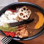 LA35 - 料理写真:野菜カレーにサービスのからあげトッピング