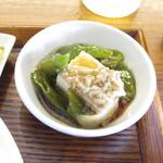 神戸中華 うえばやし - 豆腐と甘辛唐辛子とじゃこの和え物