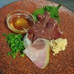地鶏と地野菜の旬料理 御萩 - 馬肉レバー刺し 1280円