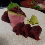 地鶏と地野菜の旬料理 御萩 - 本鮪赤身 880円