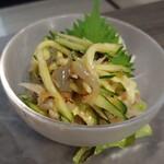 地鶏と地野菜の旬料理 御萩 - くらげの梅水晶 580円