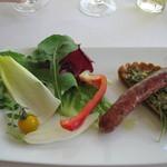 ガーデンレストラン - 春野菜のキッシュとイノシシの自家製ソーセージ