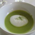 ガーデンレストラン - グリーンピースのポタージュ。カプチーノ仕立て。