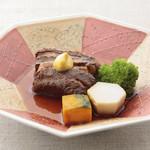平八亭 - 豚角煮 580円 丸四日間かけて仕上げた絶品角煮。とろっと口の中でとろけます。
