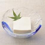 平八亭 - 生成(きなり)豆腐 350円 100%国産の大豆を使用し、自店で手作りした自慢の豆腐。
