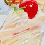 シャルロット - 料理写真:苺のショート