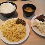きんのつる - 副菜(ドライカレー、ペペロンチーノ、ポテトサラダ、煮物、漬物)