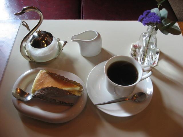 チーズケーキのチロル 大通店 - チーズケーキとコーヒーのセット