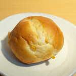 ジョアン - コーンパン(小¥86)。ジョアンのロングセラー商品、安くて間違いのない味です