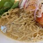 麺屋M - 甘海老とじゃがいものそば 麺アップ