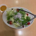 いちげん - 野菜たっぷりつかった自家製ドレッシングのサラダ 549円