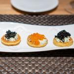 ARMONICO - ブリニ 有明の海苔の穂先 ブルターニュのマスの卵 イタリア産のキャビア ディルとマスタードのソース