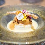 ARMONICO - ホワイトチョコとバナナのムース、 キャラメルのジェラート、 アングレーズソース