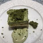 三重テラス - 御食つ国4950円。伊勢茶のティラミス。無難な味わいですが、とても美味しくいただきました(╹◡╹)