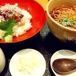 稲田屋 - カニ出汁で食べる日替わり海鮮丼セット 1020円