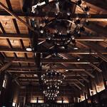 133430109 - 天井に並ぶランプの照明