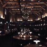 133430155 - テーブルと壁のランプ照明