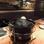133432437 - ジンギスカン鍋の上に吸気筒があって店内は煙くないです