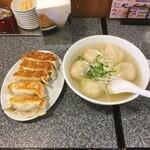 餃子屋 じなんぼ - 黒豚餃子5個、スープ水餃子5個 単品各530円(税込)