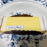 133442853 - ⚫︎ロワイヤル シンプルながら究極のチーズケーキ!もっと食べたい♡と思わせます(о´∀`о)