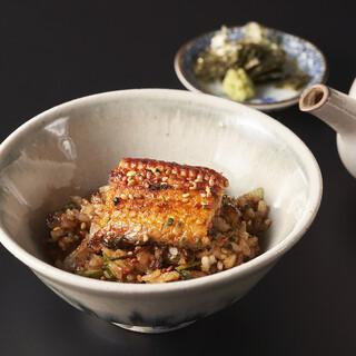 鉄板焼を通して表現する斬新な日本料理。四季折々の味覚を味わう