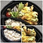 とり田 - *鶏肉は大きくカットされ、上質な品で美味しいと。 *主人は不健康志向で「雑穀米」を好まない人ですから、ご飯は「白ご飯」の方がよかったそうな。(^0^;) 出来れば、ご飯が選べるといいですね。