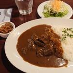 小松屋 - 肉たっぷりビーフカレー 850円