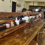 のぉくれ - 長く大きなテーブル仕立てのカウンター