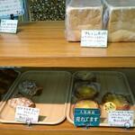 ベーカリーぱん・DA - 料理写真:食パン・パン コーナー